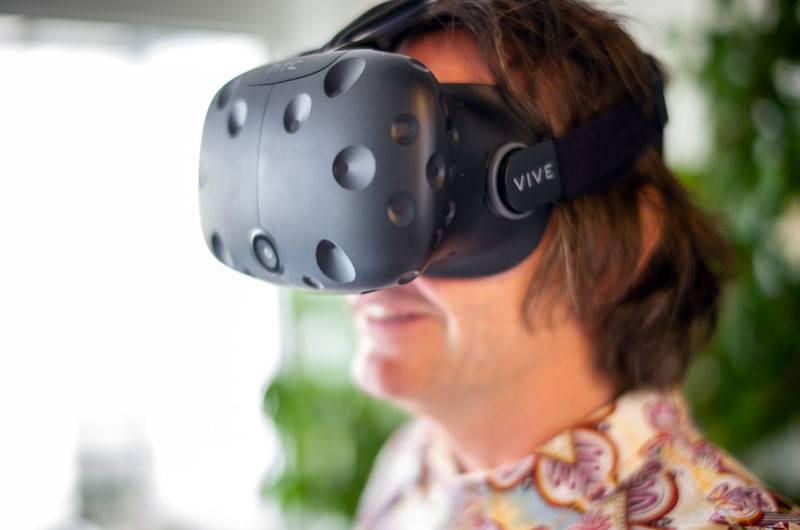 Clemens Resch mit VR Brille - ArchOffice Wien