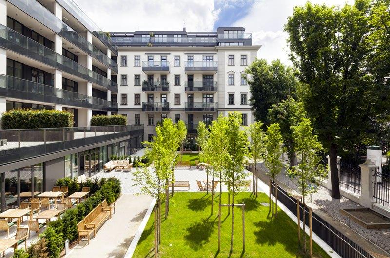 Das Hamerling - Mitteltrakt mit Terrasse und Loggien