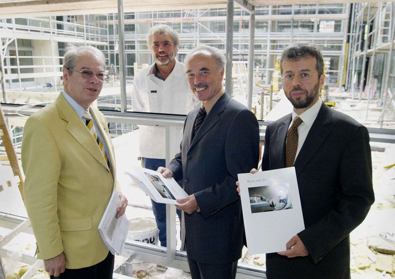 Prof. Mag. Manfred F. Resch, Dr. Sepp Rieder und Prim. Univ.-Prof. Dr. Christoph Gisinger auf der Baustelle HB Seeböckgasse