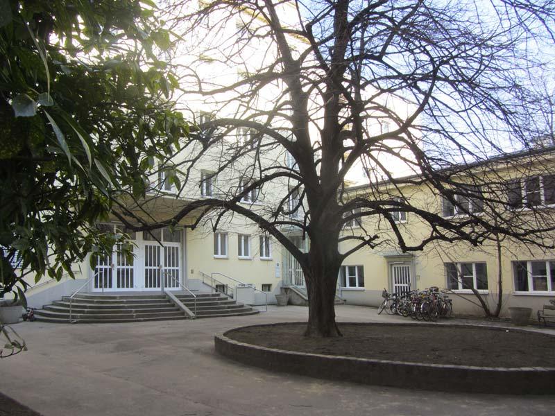 Innenhof des Pfarrzentrums der Pfarre St. Gertrud in 1180 Wien