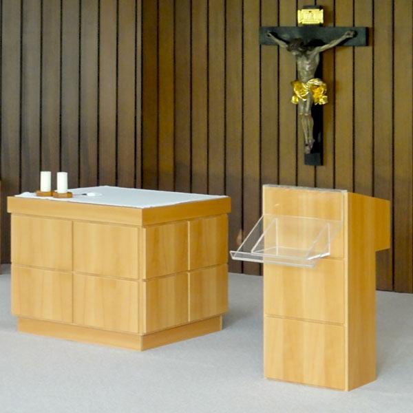 Kapelle CS Mackgasse mit höhenverstellbarem Altar und Ambo von Manfred Resch