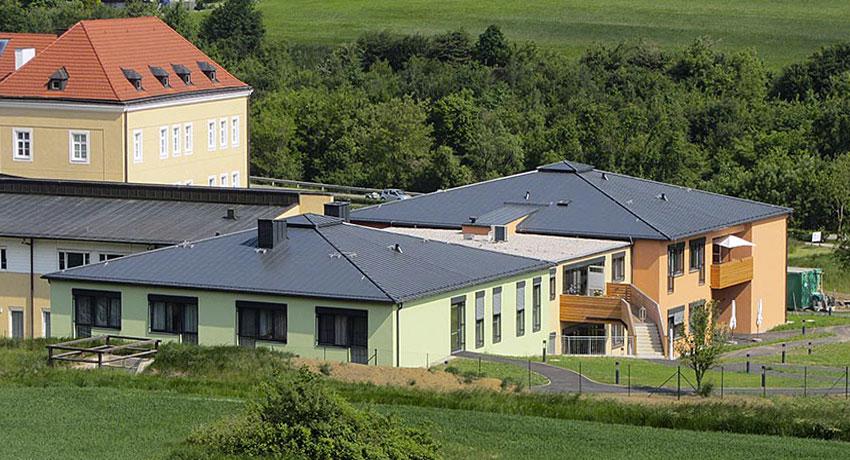 Das Pflegeheim Haus St. Louise in Maria Anzbach, neuer Zubau - Rückseite