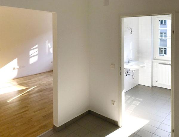 Renovierter Eingangsbereich für Wiener Wohnen